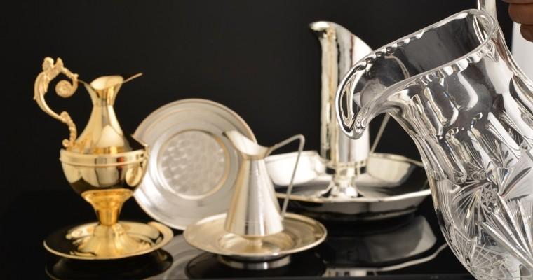 Las jarras para manutergio en las ceremonias religiosas
