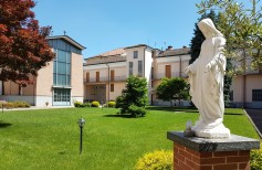 Estatuas de jardín: cómo elegir tu estatua religiosa para exterior