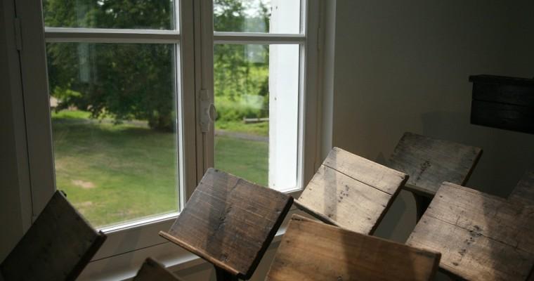 ¿Atriles de plexiglás o de madera? Tu comodidad no tiene precio