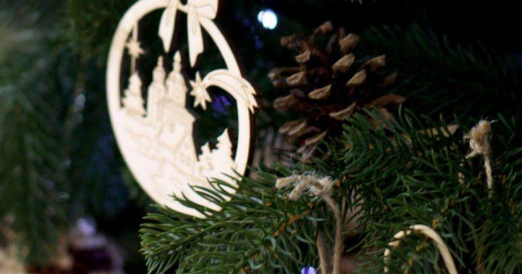 Decoraciones de madera para el árbol de Navidad