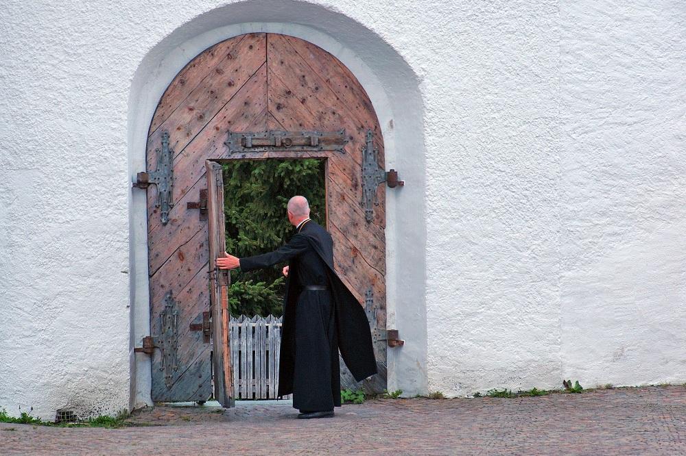 La jerarquía eclesiástica en la Iglesia Católica - Holyart.es Blog