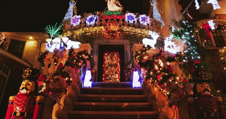La magia de la Navidad en el barrio Dyker Heights de New York